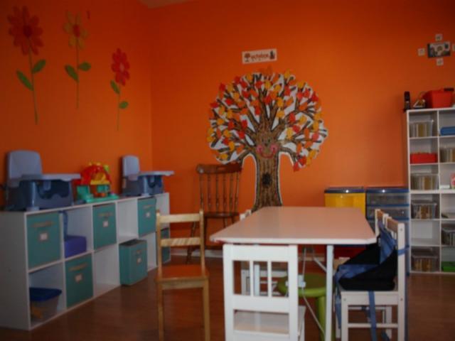 chaises hautes murales ma garderie forum. Black Bedroom Furniture Sets. Home Design Ideas